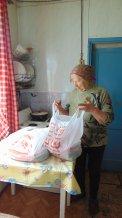 Галина Алексеевна Морозова получила 2 продуктовых набора от ПАО Магнит для себя и сына-инвалида.